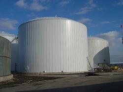 Vertical insulation panels used for a bulk storage tank insulation system